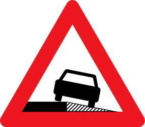 Traffic sign of Denmark: Warning for a soft verge