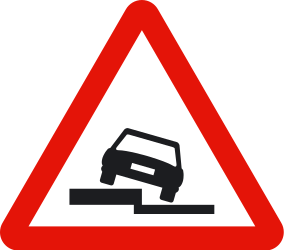 Traffic sign of Spain: Warning for a soft verge
