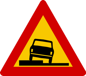 Traffic sign of Iceland: Warning for a soft verge