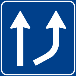 Traffic sign of Italy: Begin of a new lane