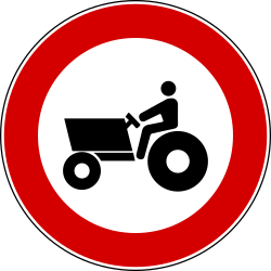 Traffic sign of Italy: Tractors prohibited