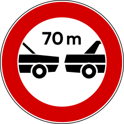 Traffic sign of Italy: Leaving less distance than indicated prohibited