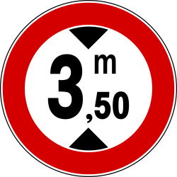 Traffic sign of Italy: Vehicles higher than indicated prohibited