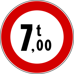 Traffic sign of Italy: Vehicles heavier than indicated prohibited