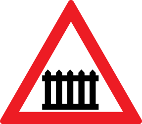 Traffic sign of Romania: Warning for a railroad crossing with barriers