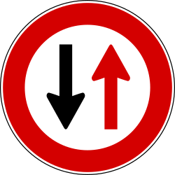 Traffic sign of Turkey: <b>Road narrowing</b>, give way to oncoming drivers