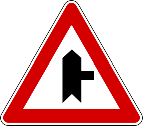 Traffic sign of Turkey: Warning for a <a href='/en/turkey/overview/crossroad'>crossroad</a> with side road on the right