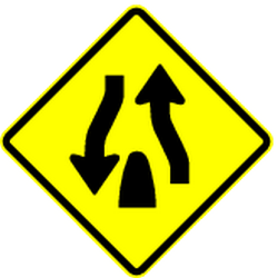 Traffic sign of Panama: Warning for the end of a divided road