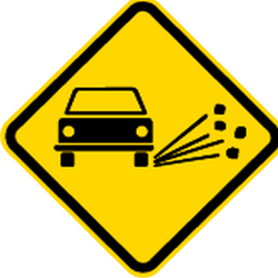 Traffic sign of Brazil: Warning for loose chippings on the road surface