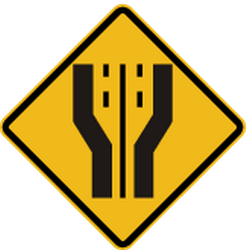 Traffic sign of Peru: Warning for a <b>road widening</b>